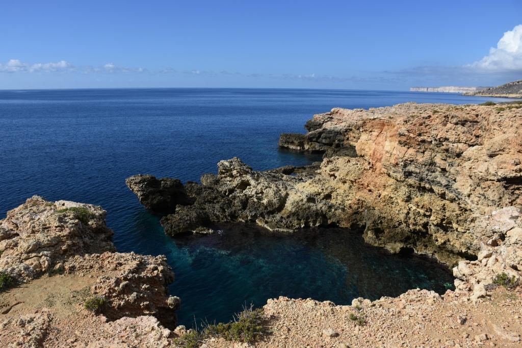 Kirkkaita rantavesia Maltalla