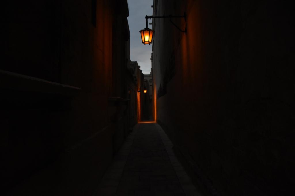 Ilta pimenee Mdinassa