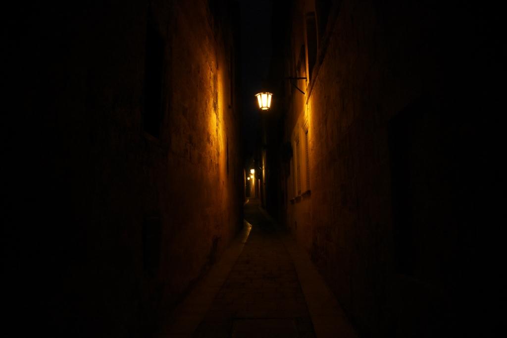 Mdinan hämärät ja romanttiset kadut