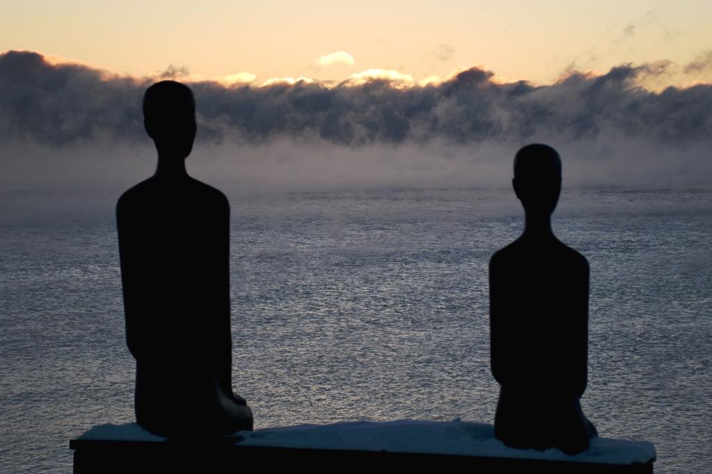 Eiranrannan patsaat ja aamu-usva