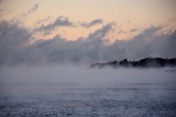 Meren, auringon ja pakkasen leikkiä Eiranrannassa