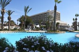 Pakettimatka Kyproksen saarelle: uhka vai mahdollisuus?