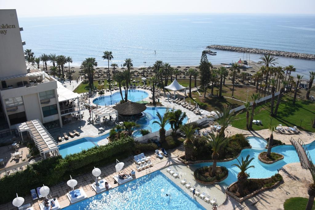 Hotellin allasalue - Sentido Sandy Beach