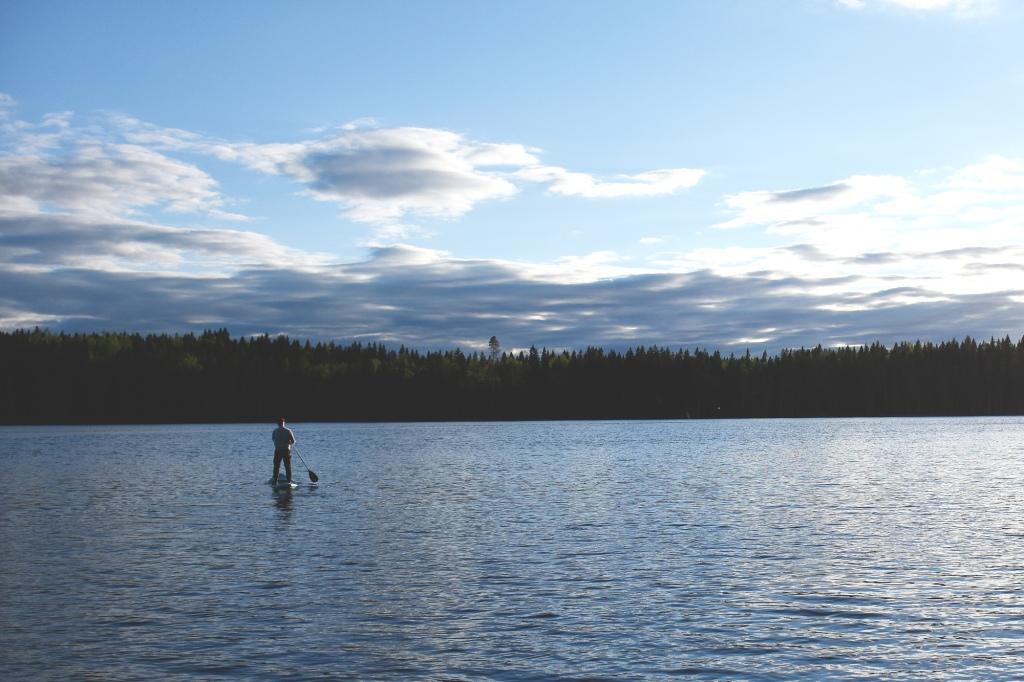 Suppailua keskellä järveä