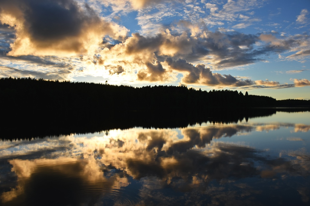 Auringonlasku Juojärvellä