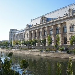 Aamupäivä Bukarestin Vanhassakaupungissa