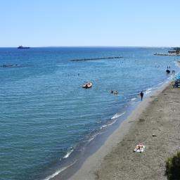 Kesäinen Limassol: kuumuutta, turisteja, katutaidetta ja kaskaiden laulua