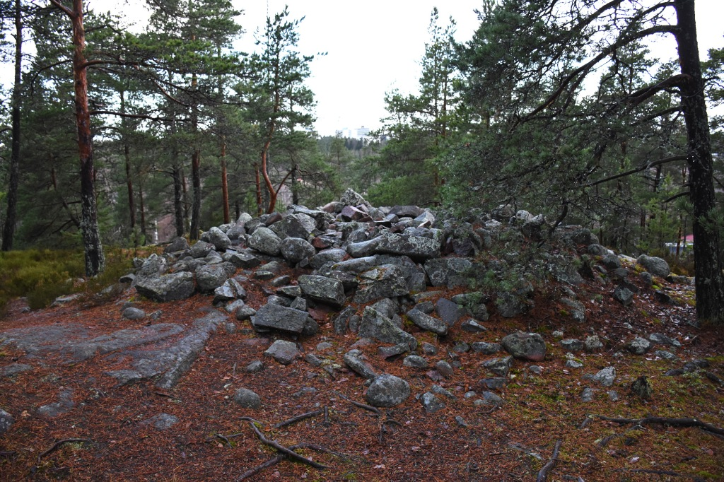 Pronssikautinen hauta Espoossa