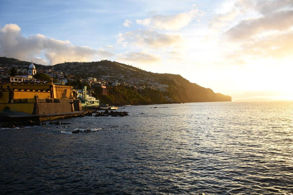 Funchal aamuauringossa