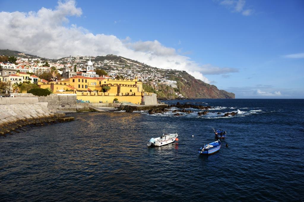 Funchalin rannikkoa ja Fortaleza de São Tiago