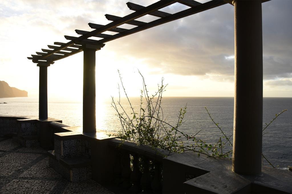 Funchal pylväät terassilla
