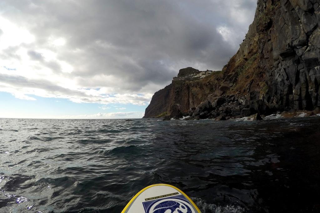 Suppailua Madeiralla seinämän vierellä