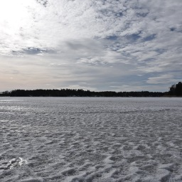 Kevätaurinko kutsui Suvisaaristoon