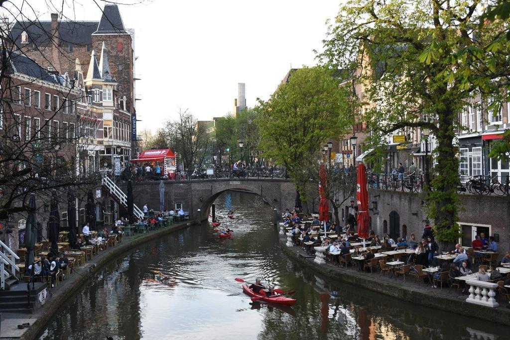 Melontaa Utrechtin kanaaleilla