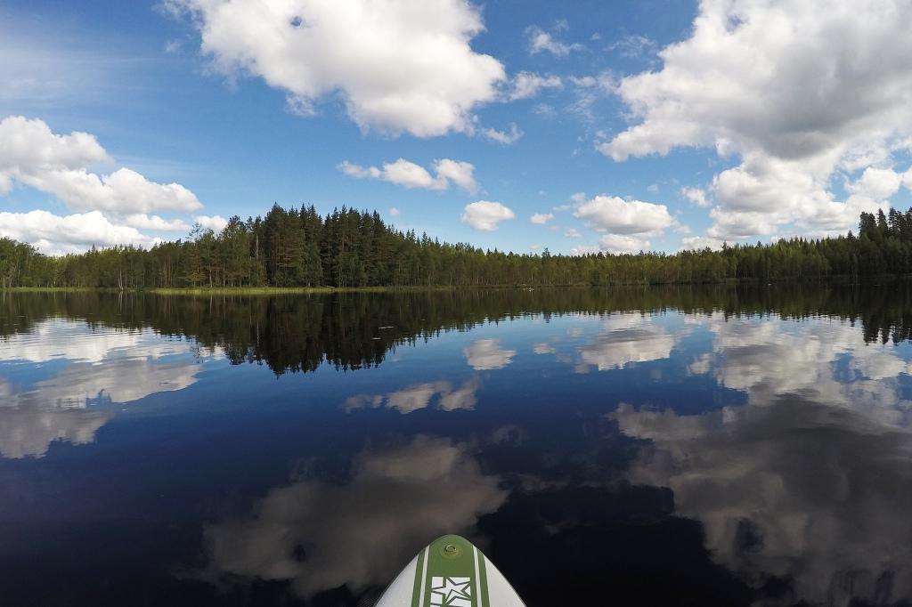 Juhannus-SUP ja peilityyni järvi