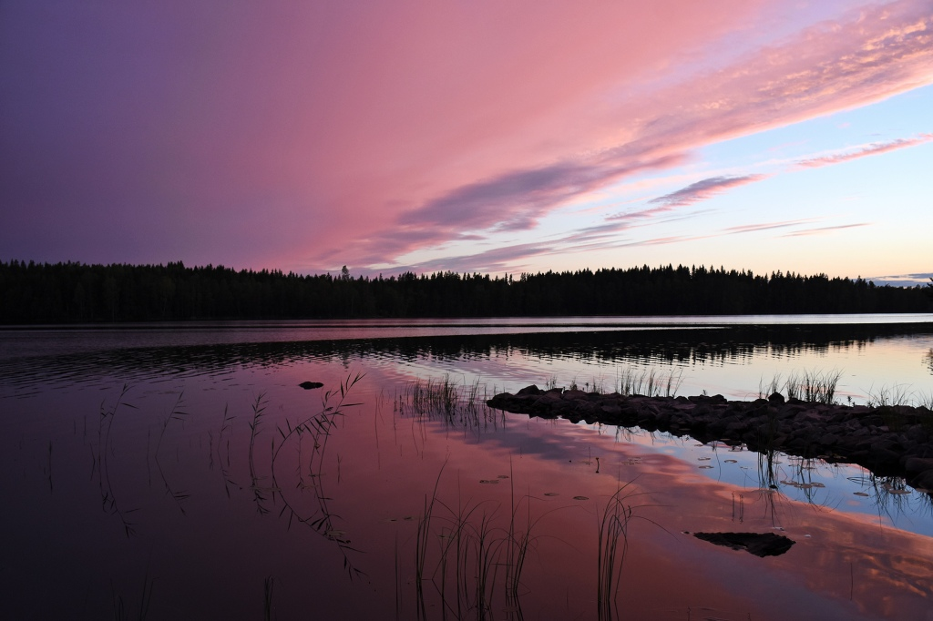 Auringonlasku pinkkinä