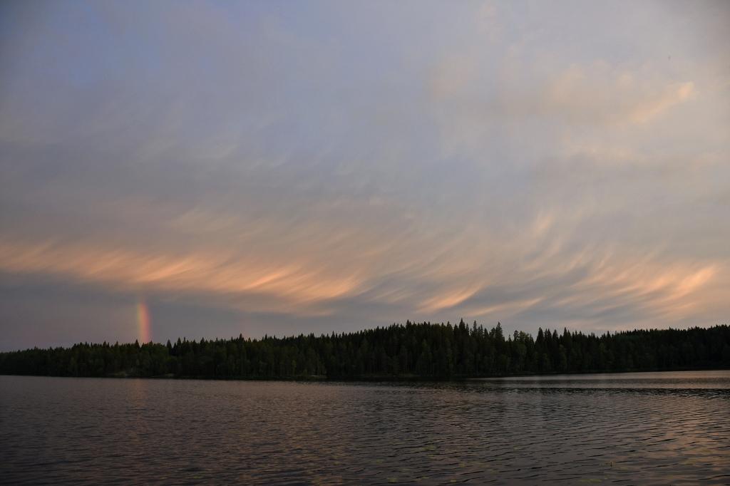 Auringonlasku sateen jälkeen