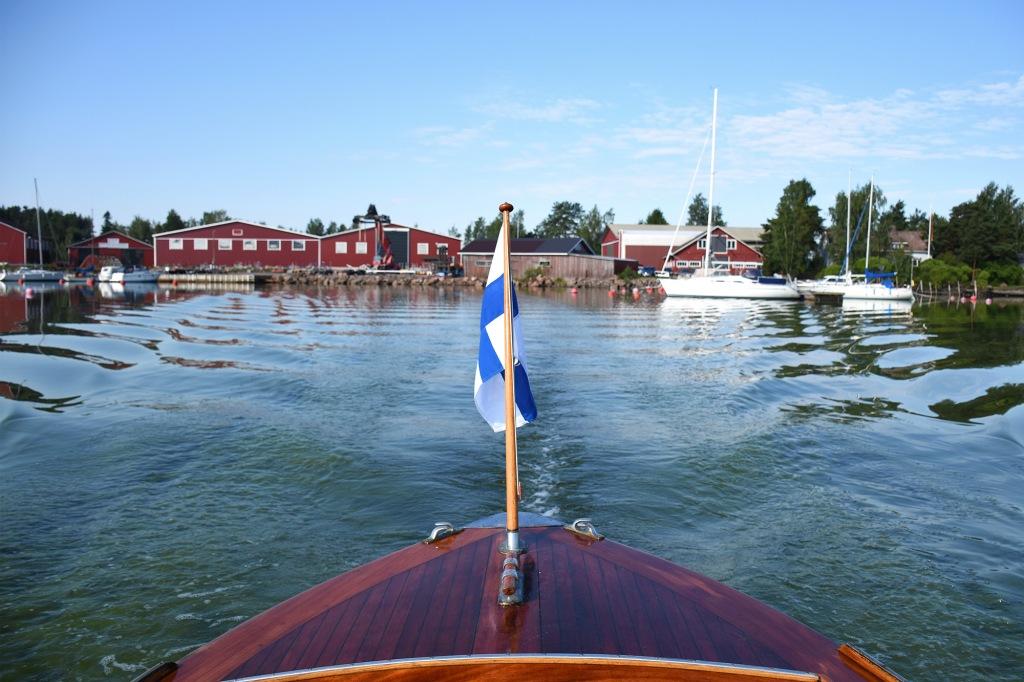 Lähto venesatamasta