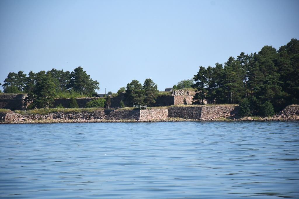 Svartholman muurit mereltä