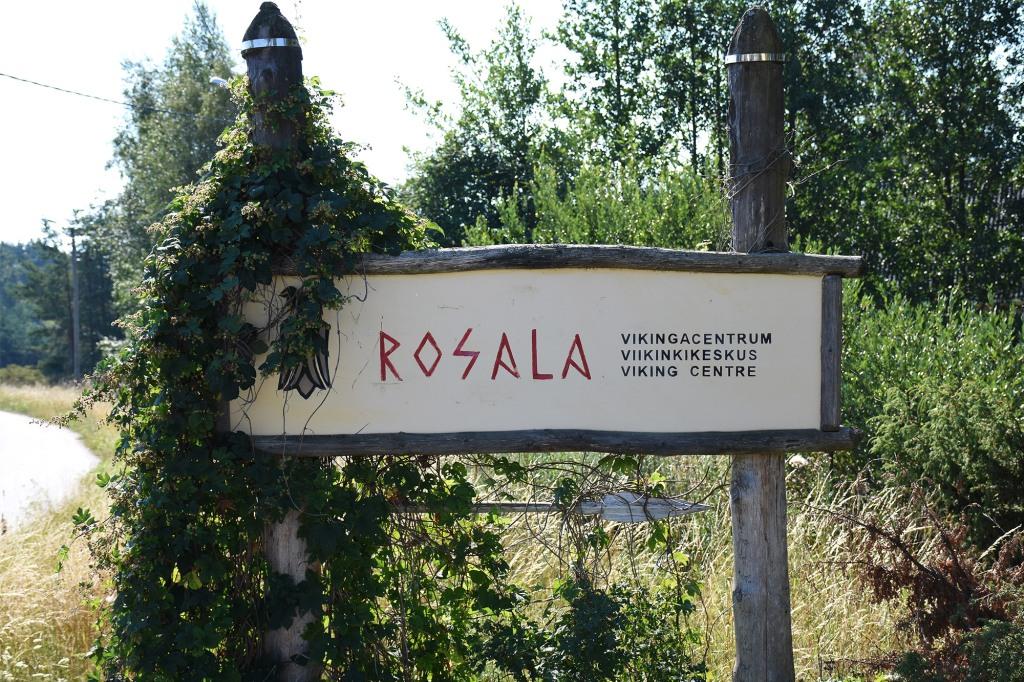 Rosalan Viikinkikeskuksen kyltti