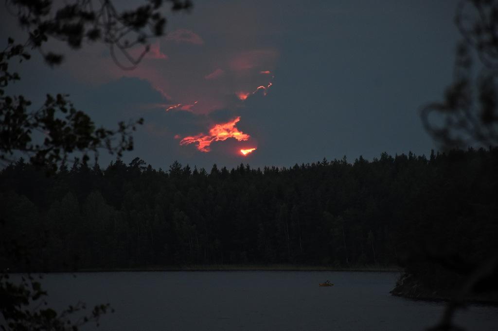 Tulinen ilta-aurinko Matildanjärvellä
