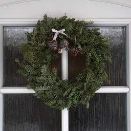Joulukoristeluita ja kuusen tuoksua