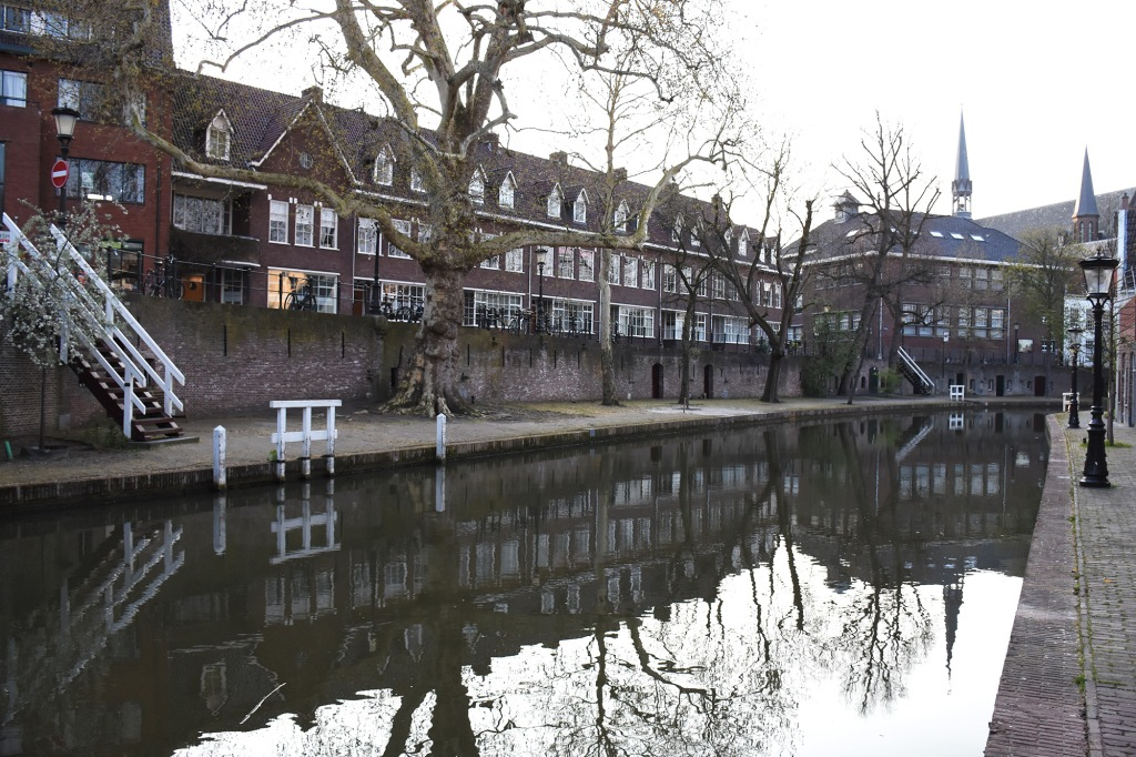 Oudegrachtin vanha kanaali Utrechtissa