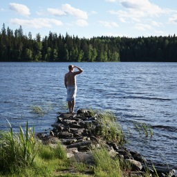 Vauvaperheen juhannus: jokellusta ja järvimaisemia