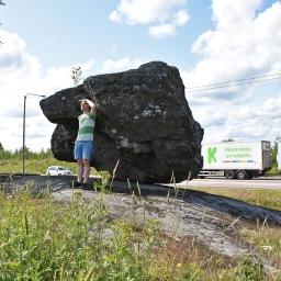 Onkiniemen hiljaisin julkkis: järkälemäinen Liikkuva kivi