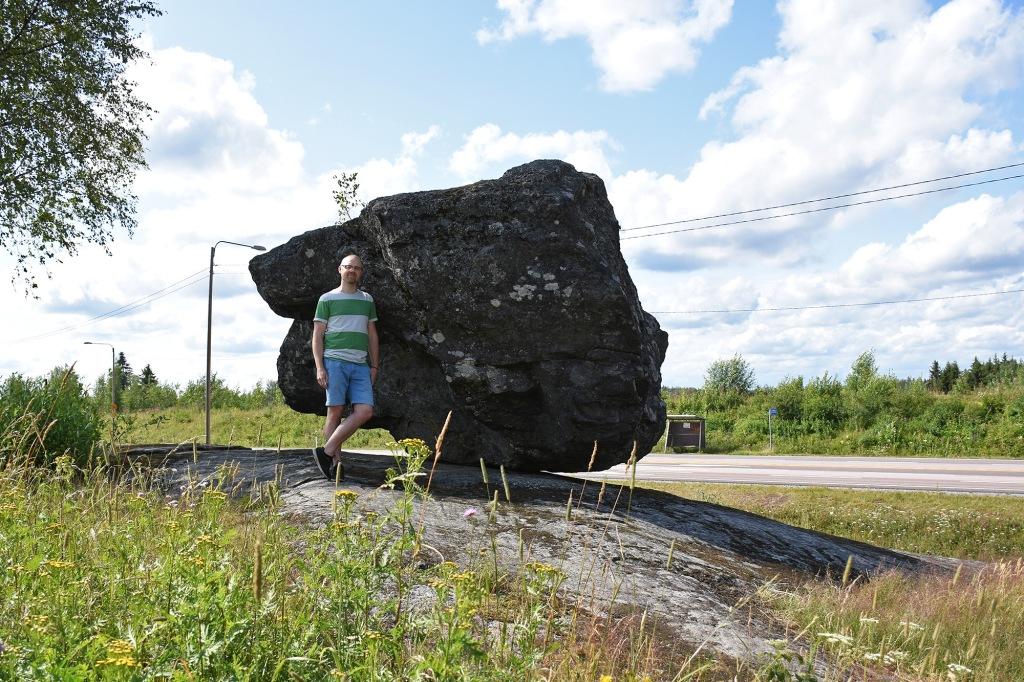 Liikkuvan kiven vieressä