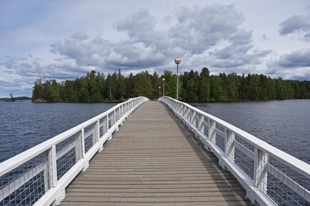 Sulosaareen vievä silta