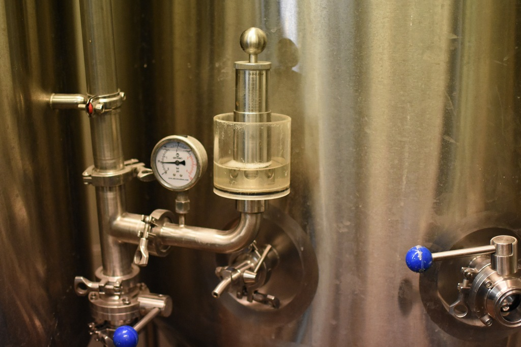 Olutta kypsymässä nanoPruulin tankeissa