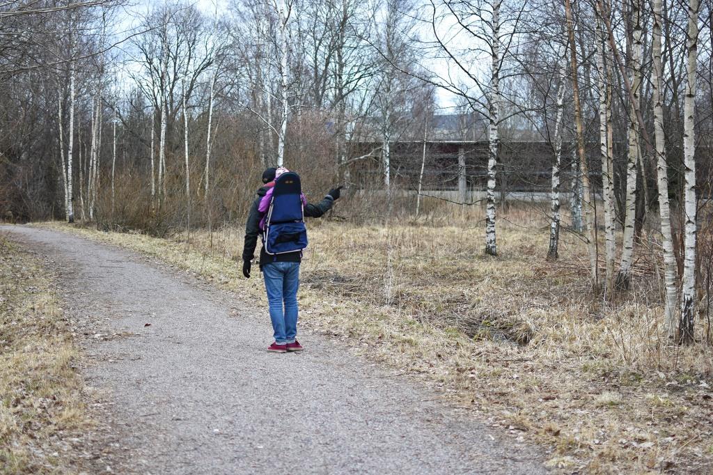 Päiväkävelyllä tyttären kanssa