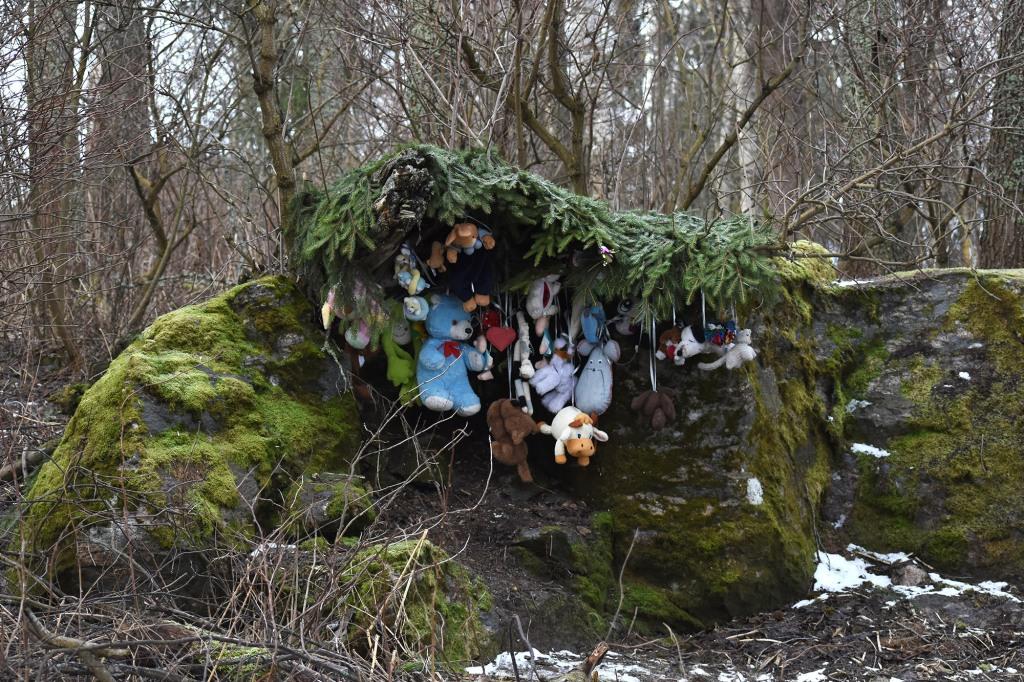 Pehmoleluja metsässä Tiuruniemen kävelytien varrella