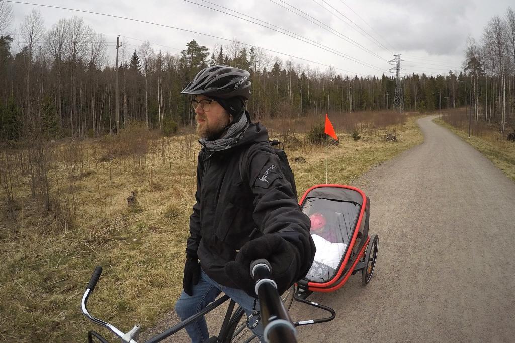 Pyöräkärryllä Espoon Keskuspuistossa