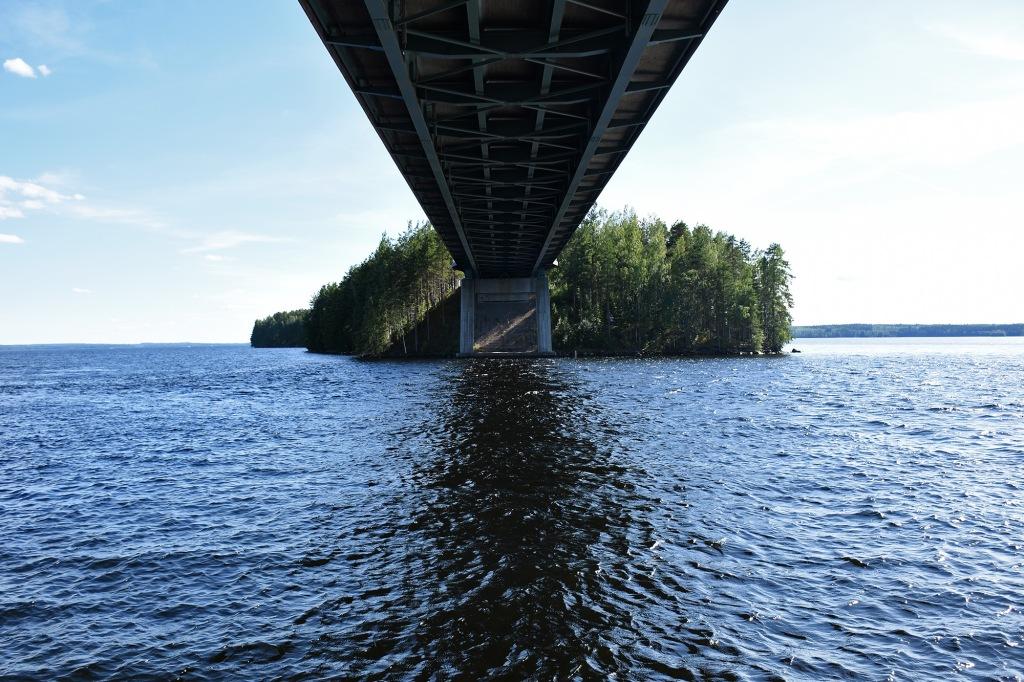 Karisalmen sillan alla