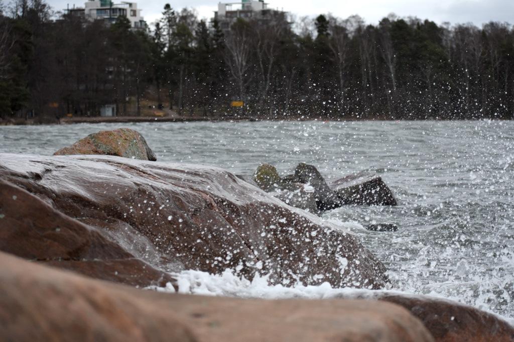 Syysmyrsky Lauttasaaren eteläkärjen rannikolla