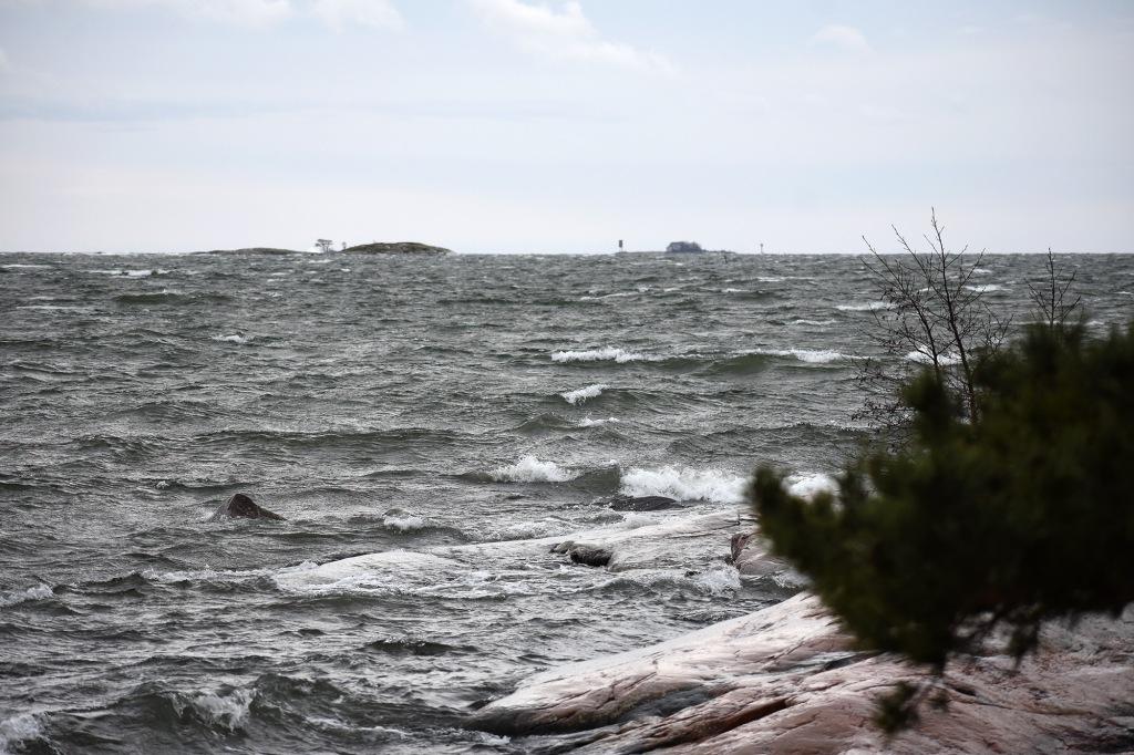 Syysmyrskyä Lauttasaaren Kokkokalliolla