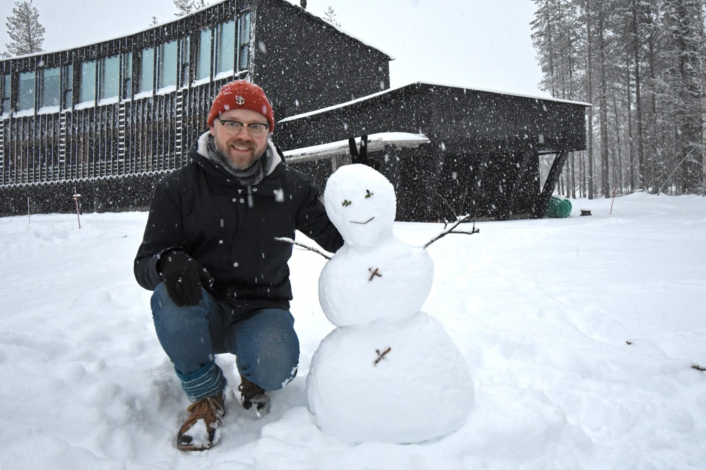 Poseeraus lumiukon kanssa