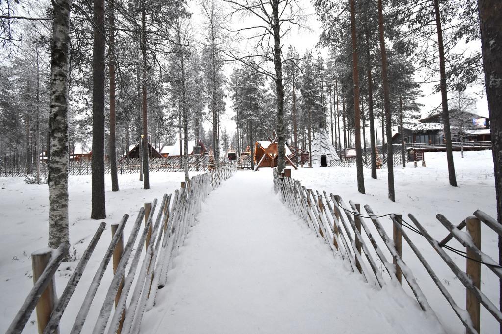 Tie Joulupukin Pajakylään