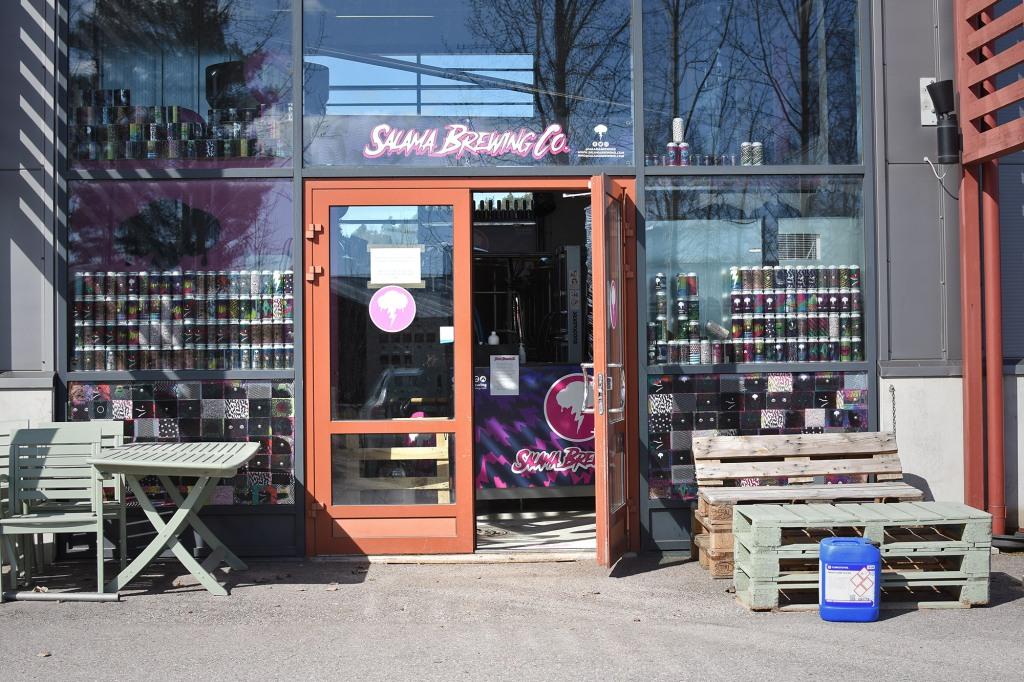 Salama Brewing co. -panimon sisäänkäynti